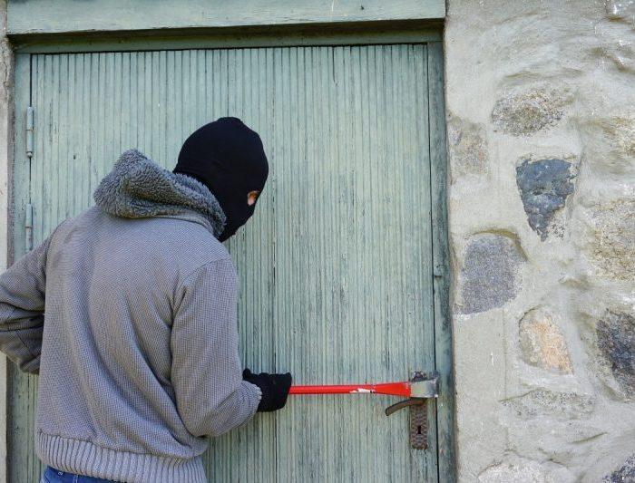 thief_burglary_break_into_balaclava_crowbar_masquerade_burglar-556826
